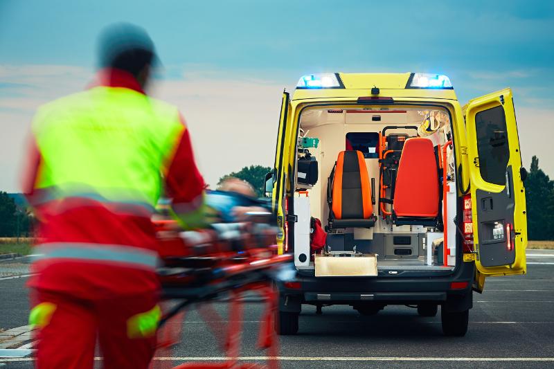 Brauchen d'Ambulancieren elo e Camionsführerschäin?