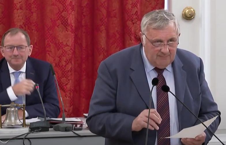 Onverantwortlech Behandlung vum Parlament: Mettwurscht ouni Moschter!