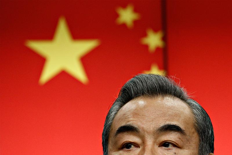 Sollten eis Relatioune mat China nei iwwerduecht ginn?
